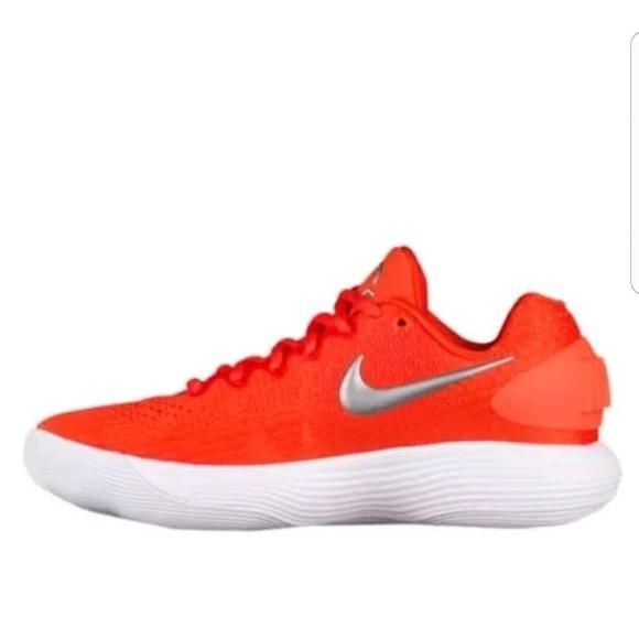 57ca8bc03ed3 Nike hyperdunk women orange sneaker size 8 low top NWT